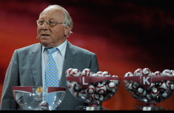 MONACO - AUGUST 28:  Uwe Seeler former German and Werder Bremen player draws the balls during the UEFA Europa League Group Stage Draw at the Grimaldi Forum on August 28, 2009 in Monaco, Monaco.  (Photo by Laurence Griffiths/Getty Images)