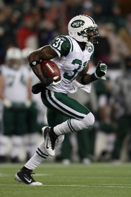 FOXBORO, MA - JANUARY 16:  Antonio Cromartie #31 of the New York Jets runs back a kick by the New England Patriots during their 2011 AFC divisional playoff game at Gillette Stadium on January 16, 2011 in Foxboro, Massachusetts.  (Photo by Elsa/Getty Image