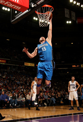 SACRAMENTO, CA - JANUARY 13:  Hedo Turkoglu #15 of the Orlando Magic shoots against the Sacramento Kings during an NBA game on January 13, 2009 at ARCO Arena in Sacramento, California. NOTE TO USER: User expressly acknowledges and agrees that, by download