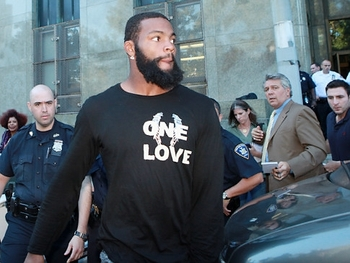 Braylon Edwards leaving a New York Courthouse after being arrested for DUI.