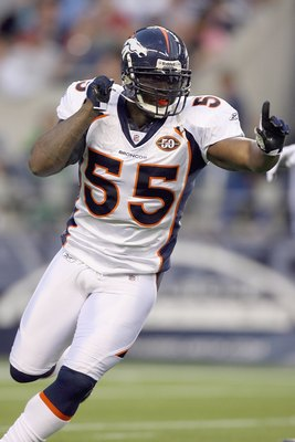 DJ Williams is a great linebacker that should have made the Pro Bowl a long time ago.