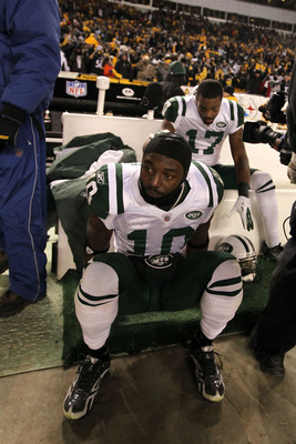 PITTSBURGH, PA - JANUARY 23:  Santonio Holmes #10 and Braylon Edwards #17 of the New York Jets sit dejected after being defeated 24 to 19 by the Pittsburgh Steelers in the 2011 AFC Championship game at Heinz Field on January 23, 2011 in Pittsburgh, Pennsy
