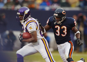 CHICAGO - DECEMBER 14:  Wide receiver Randy Moss #84 of the Minnesota Vikings gets chased by cornerback Charles Tillman #33 of the Chicago Bears during the game on December 14, 2003 at Soldier Field in Chicago, Illinois. The Bears defeated the Vikings 13-