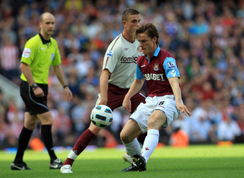 LONDON, ENGLAND - MAY 22: Scott Parker of West Ham controls the ball in front of Jordan Henderson oof Sunderland during the Barclays Premier League match between West Ham United and Sunderland at the Boleyn Ground on May 22, 2011 in London, England.  (Pho