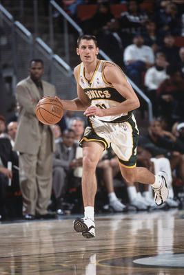 2 Dec 2001:  Brent Barry #31of the Seattle SuperSonics dribbles the ball down the court during the game against the Indiana Pacers the Key Arena in Seattle, Washington. The Sonics defeated the Pacers 99-88.  TO USER: User expressly acknowledges and agrees