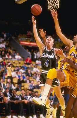 1990:  Guard Scott Skiles of the Orlando Magic lays up the ball as center Vlade Divac of the Los Angeles Lakers tries to block him during a game at the Great Western Forum in Inglewood, California.   Mandatory Credit: Ken Levine  /Allsport