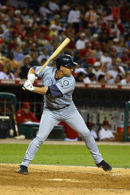 ANAHEIM, CA - SEPTEMBER 22:  Infielder Bret Boone #29 of the Seattle Mariners swings at an Anaheim Angels pitch during the game on September 22, 2004 at Angel Stadium in Anaheim, California. The Mariners won 16-6.  (Photo by Lisa Blumenfeld/Getty Images)
