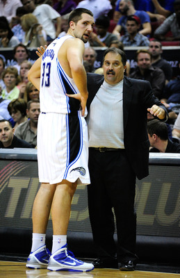 ORLANDO, FL - JANUARY 22:  Head coach Stan Van Gundy of the Orlando Magic speaks with Ryan Anderson #33  during the game against the Sacramento Kings at Amway Arena on January 22, 2010 in Orlando, Florida. NOTE TO USER: User expressly acknowledges and agr