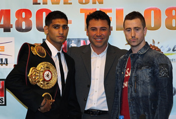 MANCHESTER, ENGLAND - APRIL 14:  Amir Khan, Oscar de la Hoya the President of Golden Boy Promotions and Paul McCloskey pose for pictures after a press conference ahead of the WBA light-welterweight fight between Amir Khan and Paul McCloskey at Manchester