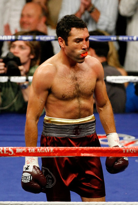 LAS VEGAS - DECEMBER 06:  Oscar De La Hoya looks on from the ring in the first round against Manny Pacquiao of the Philippines during their welterweight fight at the MGM Grand Garden Arena December 6, 2008 in Las Vegas, Nevada.  (Photo by Ethan Miller/Get