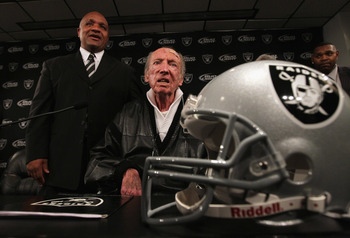 ALAMEDA, CA - JANUARY 18:  New Oakland Raiders coach Hue Jackson (L) poses for a photograph with Raiders owner Al Davis on January 18, 2011 in Alameda, California. Hue Jackson was introduced as the new coach of the Oakland Raiders, replacing the fired Tom