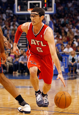 ORLANDO, FL - APRIL 19:  Kirk Hinrich #6 of the Atlanta Hawks drives against the Orlando Magic during Game Two of the Eastern Conference Quarterfinals of the 2011 NBA Playoffs on April 19, 2011 at the Amway Arena in Orlando, Florida.  NOTE TO USER: User e