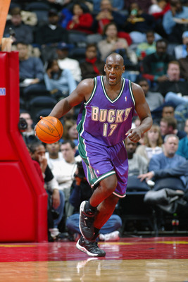 ATLANTA - DECEMBER 5:  Anthony Mason #17 of the Milwaukee Bucks drives the ball up court during the NBA game against the Atlanta Hawks at Phillips Arena on December 5, 2002 in Atlanta, Georgia.  The Hawks won 98-80.  NOTE TO USER: User expressly acknowled