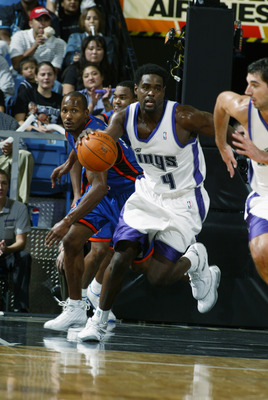 SACRAMENTO, CA - OCTOBER 16:  Chris Webber #4 of the Sacramento Kings drives upcourt during a preseason game against the New York Knicks on October 16, 2002 at Arco Arena in Sacramento, California.  The Knicks won 87-84.  NOTE TO USER: User expressly ackn