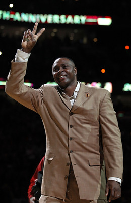 CHICAGO, IL - MARCH 12: Former player Horace Grant of the Chicago Bulls waves to the crowd during a 20th anniversary recognition ceremony of the Bulls 1st NBA Championship in 1991 during half-time of a game bewteen the Bulls and the Utah Jazz at the Unite