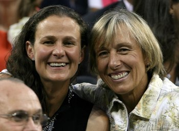 Pam Shriver (left) and Martina Navratilova (right)