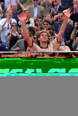 Gustavo Kuerten reacts after fending off Magnus Norman in 2000.