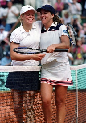 Kim Clijsters (left) and Jennifer Capriati (right) after the match.
