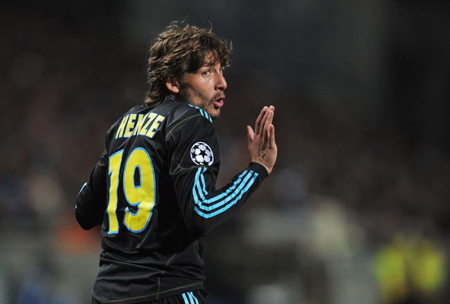 MARSEILLE, FRANCE - FEBRUARY 23:  Gabriel Heinze of Marseille gestures during the UEFA Champions League round of 16 first leg match between Marseille and Manchester United at the Stade Velodrome on February 23, 2011 in Marseille, France.  (Photo by Michae