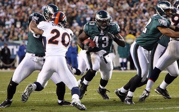 PHILADELPHIA - DECEMBER 27:  Leonard Weaver #43 of the Philadelphia Eagles runs the ball against the Denver Broncos on December 27, 2009 at Lincoln Financial Field in Philadelphia, Pennsylvania. The Eagles defeated the Broncos 30-27.  (Photo by Jim McIsaa