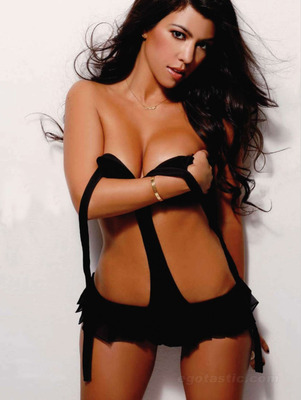 Kourtney-kardashian-maxim-india-03_display_image