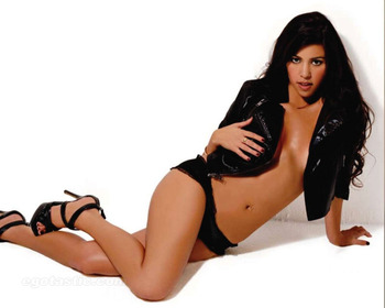 Kourtney-kardashian-maxim-india-06_display_image