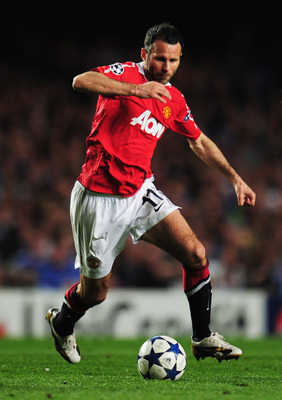 LONDON, ENGLAND - APRIL 06:  Ryan Giggs of Manchester United in action during the UEFA Champions League quarter final first leg match between Chelsea and Manchester United at Stamford Bridge on April 6, 2011 in London, England.  (Photo by Shaun Botterill/