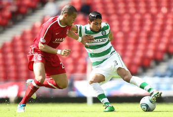 GLASGOW, SCOTLAND - APRIL 17:  Josh Magennis of Aberdeen competes with Emilio Izaguirre of Celtic during the Scottish Cup semi-final between Aberdeen and Celtic at Hampden Park on April 17, 2011 in Glasgow, Scotland. (Photo by Ian MacNicol/Getty Images)