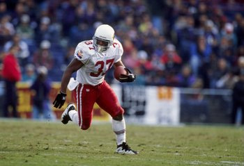 23 Nov 1997:  Running back Larry Centers of the Arizona Cardinals moves the ball during a game against the Baltimore Ravens at Memorial Stadium in Baltimore, Maryland.  The Cardinals won the game, 16-13. Mandatory Credit: Doug Pensinger  /Allsport