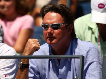 Jimmy Connors cheering on Andy Roddick in 2007.