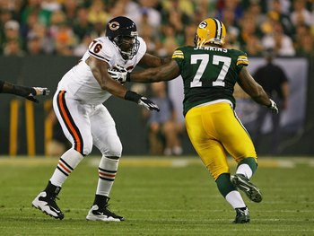 GREEN BAY, WI - SEPTEMBER 13: Orlando Pace #76 of the Chicago Bears tries to block Cullen Jenkins #77 of the Green Bay Packers on September 13, 2009 at Lambeau Field in Green Bay, Wisconsin. The Packers defeated the Bears 21-15. (Photo by Jonathan Daniel/