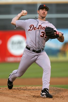 OAKLAND, CA - OCTOBER 11:  Starting Pitcher Justin Verlander #35 of the Detroit Tigers pitches during Game Two of the American League Championship Series against the Oakland Athletics on October 11, 2006 at McAfee Coliseum in Oakland, California.  (Photo