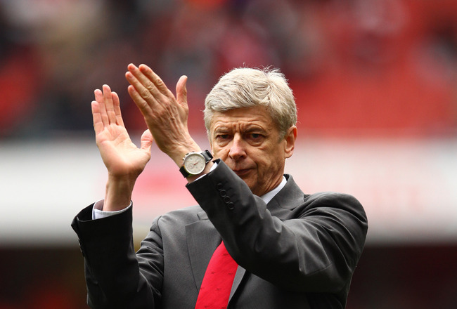 LONDON, ENGLAND - MAY 15:  Arsene Wenger manager of Arsenal applauds the fans during a lap of honour after the Barclays Premier League match between Arsenal and Aston Villa at the Emirates Stadium on May 15, 2011 in London, England.  (Photo by Richard Hea