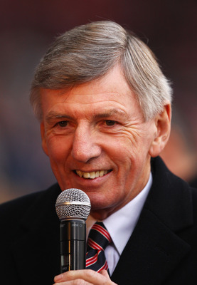 LONDON, ENGLAND - DECEMBER 05:  Ex-West Ham United player Martin Peters speaks prior to the Barclays Premier League match between West Ham United and Manchester United at Upton Park on December 5, 2009 in London, England.  (Photo by Richard Heathcote/Gett