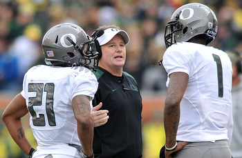 CORVALLIS, OR - DECEMBER 4: Head coach Chip Kelly speaks with quarterback Darron Thomas #1 and running back LaMichael James #21 of the Oregon Ducksin the second quarter of the game against the the Oregon State Beavers at Reser Stadium on December 4, 2010