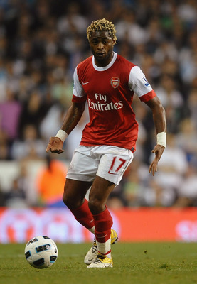 LONDON, ENGLAND - APRIL 20:  Alex Song of Arsenal on the ball during the Barclays Premier League match between Tottenham Hotspur and Arsenal at White Hart Lane on April 20, 2011 in London, England.  (Photo by Laurence Griffiths/Getty Images)