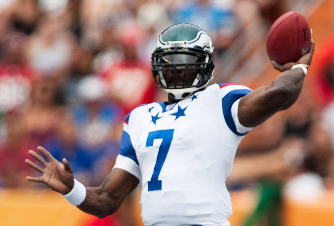 HONOLULU - JANUARY 30:  Michael Vick, #7 of the NFC Philadelphia Eagles passes against the American Football Conference team (AFC) during the 2011 NFL Pro Bowl at Aloha Stadium on January 30, 2011 in Honolulu, Hawaii.  (Photo by Kent Nishimura/Getty Image