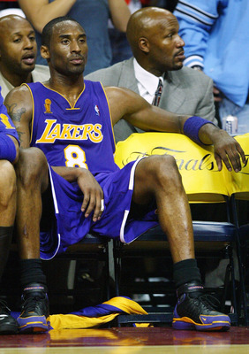 AUBURN HILLS, MI - JUNE 10:  Kobe Bryant #8 of the Los Angeles Lakers sits on the bench in front of former Lakers Brian Shaw (back-L) and Ron Harper (back-R) during a time-out in the fourth quarter of game three of the 2004 NBA Finals against the Detroit