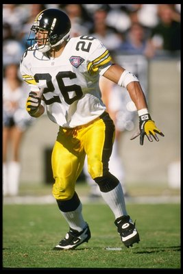 27 Nov 1994: Defensive back Rod Woodson looks to cover a receiver during the Steelers 21-3 win over the Los Angeles Raiders at the Memorial Coliseum in Los Angeles, California.