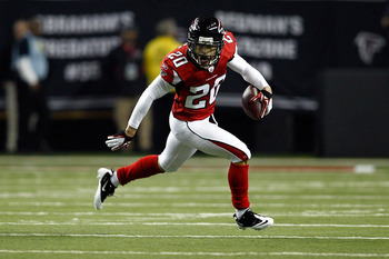 ATLANTA, GA - JANUARY 15:  Brent Grimes #20 of the Atlanta Falcons returns a fumble by Greg Jenning #85 of the Green Bay Packers in the first quarter during their 2011 NFC divisional playoff game at Georgia Dome on January 15, 2011 in Atlanta, Georgia.  (