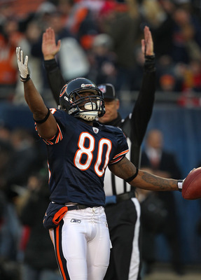 CHICAGO - NOVEMBER 28: Earl Bennett #80 of the Chicago Bears celebrates a touchdown catch against the Philadelphia Eagles at Soldier Field on November 28, 2010 in Chicago, Illinois. The Bears defeated the Eagles 31-26. (Photo by Jonathan Daniel/Getty Imag