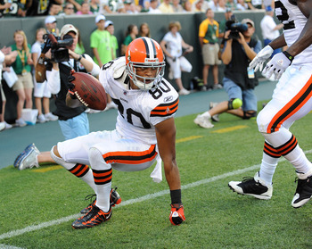 GREEN BAY - AUGUST 14: Brian Robiskie #80 of the Cleveland Browns makes a touchdown catch during the NFL preseason game against the Green Bay Packers at Lambeau Field August 14, 2010 in Green Bay, Wisconsin.  (Photo by Tom Dahlin/Getty Images)