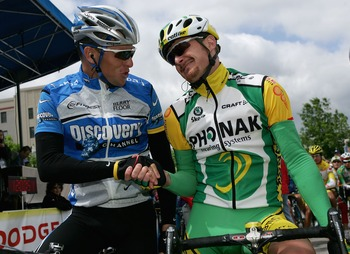 BRASSTOWN BALD, GA - APRIL 23:  Lance Armstrong (L) of the USA and riding for the Discovery Channel Pro Cycling Team greets Floyd Landis, in the leaders jersey, of the USA and riding for Phonak Hearing Systems at the start before before Armstrong helped t