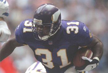 28 Dec 1996: Running back Scottie Graham of the Minnesota Vikings runs down the field during a game against the Dallas Cowboys at Texas Stadium in Irving, Texas. The Cowboys won the game 40-15.