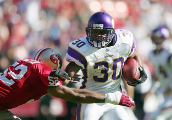 SAN FRANCISCO - NOVEMBER 5:  Mewelde Moore #30 of the Minnesota Vikings carries the ball during the NFL game against the San Francisco 49ers at Monster Park on November 5, 2006 in San Francisco, California. (Photo by Jed Jacobsohn/Getty Images)