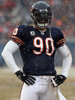 CHICAGO, IL - JANUARY 16:  Julius Peppers #90 of the Chicago Bears smiles in the first half against the Seattle Seahawks in the 2011 NFC divisional playoff game at Soldier Field on January 16, 2011 in Chicago, Illinois.  (Photo by Doug Pensinger/Getty Ima