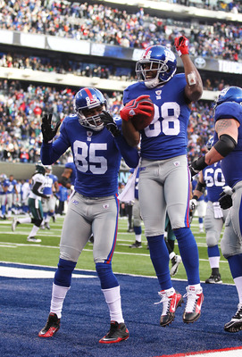 EAST RUTHERFORD, NJ - DECEMBER 19:  Hakeem Nicks #88 of the New York Giants celebrates his touchdown with Derek Hagan #85 in the second quarter against the Philadelphia Eagles during their game on December 19, 2010 at The New Meadowlands Stadium in East R