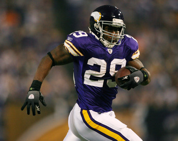 MINNEAPOLIS - NOVEMBER 29:  Chester Taylor #29 of the Minnesota Vikings carries the ball in the second half against the Chicago Bears on November 29, 2009 at Hubert H. Humphrey Metrodome in Minneapolis, Minnesota. The Vikings defeated the Bears 36-10.  (P
