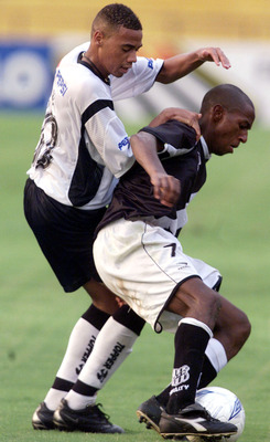 16 Mar 2002:  Gil of Corinthians in action during the Rio-Sao Paulo Tournament match between Corinthians and Ponte Preta, played at the Morumbi Stadium, Sao Paulo.  DIGITAL IMAGE Mandatory Credit: Allsport UK/Getty Images