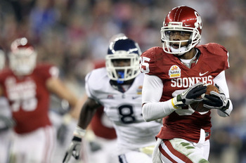 GLENDALE, AZ - JANUARY 01:  Ryan Broyles #85 of the Oklahoma Sooners of the Oklahoma Sooners runs after a catch for 39-yards against Connecticut Huskies during the Tostitos Fiesta Bowl at the Universtity of Phoenix Stadium on January 1, 2011 in Glendale,